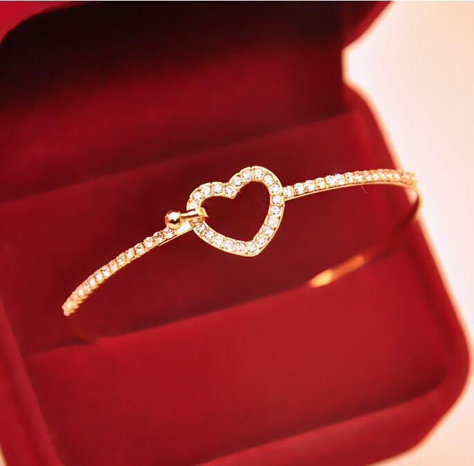 Elegant-Gold-Love-Heart-Bangle-2526.html